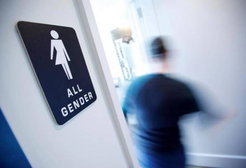 Trump expected to revoke rules on transgender bathrooms: draft document