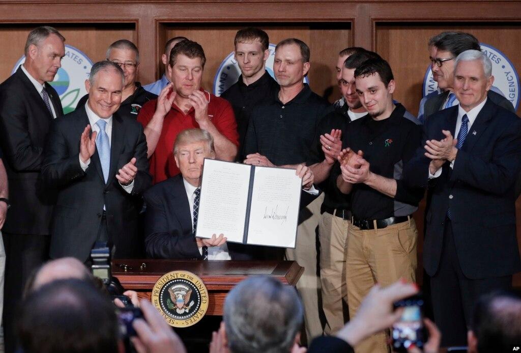اوباما دور کے ماحولیاتی ضابطے تبدیل، انتظامی حکم نامہ جاری