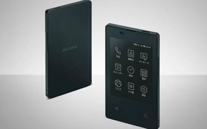 کریڈٹ کارڈ کے سائز کا 4 جی موبائل فون