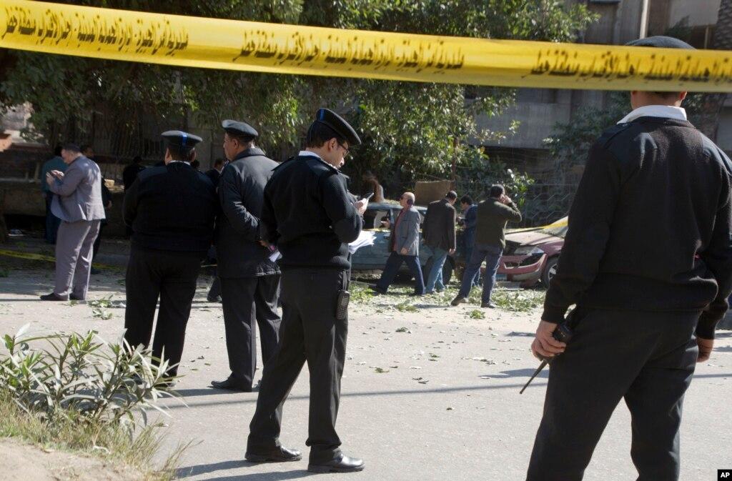 قاہرہ میں بم دھماکہ، چھ پولیس اہل کار ہلاک