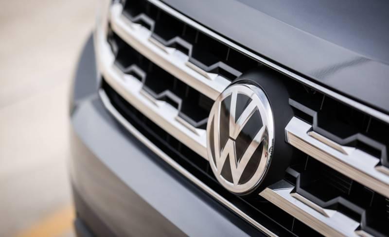 الیکٹرک گاڑیوں کی ڈیزائنگ، فولکس واگن کا ایپل سے رابطہ
