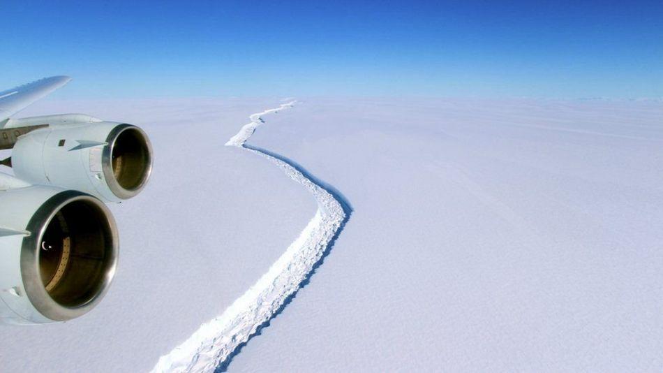 انٹارکٹیکا: برفانی تودے کی دراڑ میں مزید اضافہ