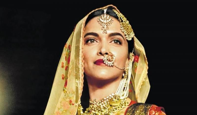 فلم پدما وتی میں قابل اعتراض مناظر شامل نہیں، شوبھا سنت