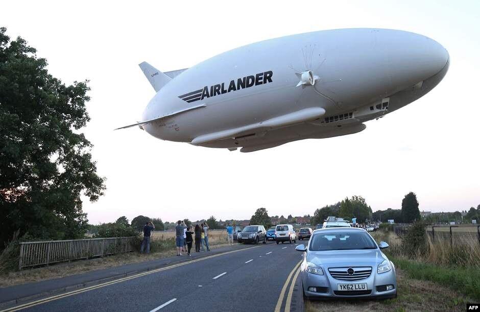 دنیا کا سب سے بڑا طیارہ گر کر تباہ