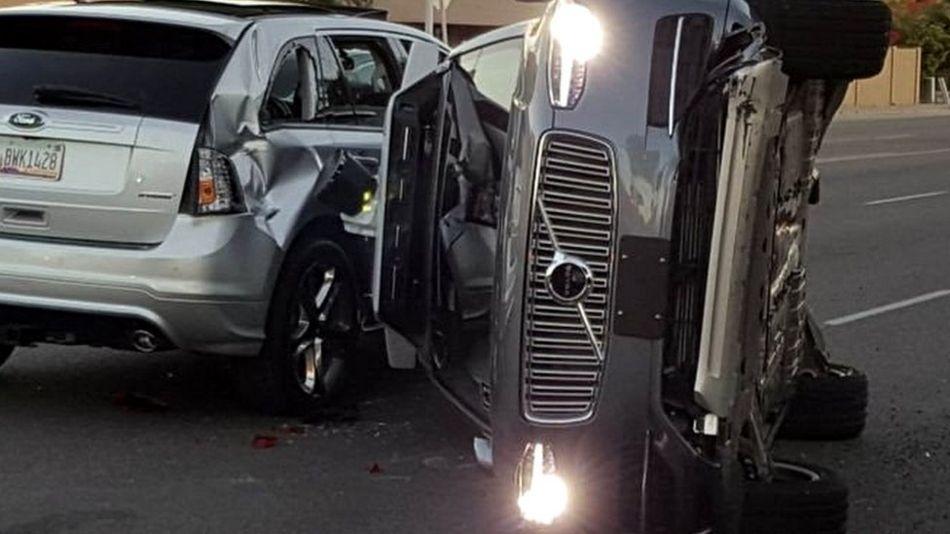 اوبر نے خود کار گاڑیوں کو روڈ سے ہٹا لیا