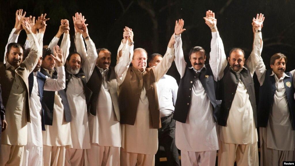 پاکستان میں سیاسی عمل کی سمت تجزیہ کاروں کی نظر میں