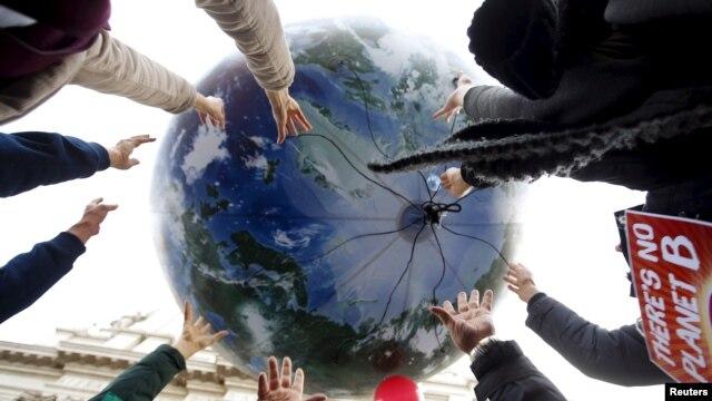 ماحولیات کے تحفظ کے حق میں دنیا بھر میں مظاہرے