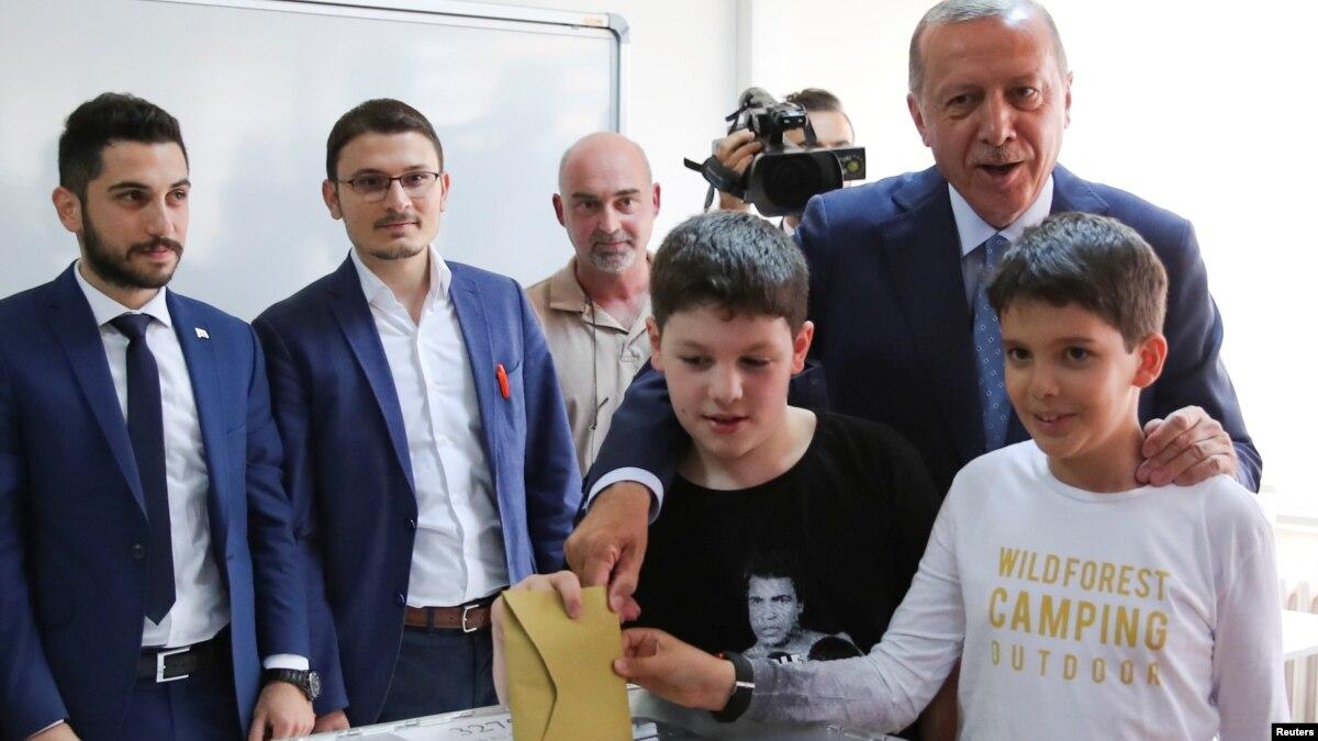 ترکی میں صدارتی اور پارلیمانی انتخابات کے لیے ووٹنگ
