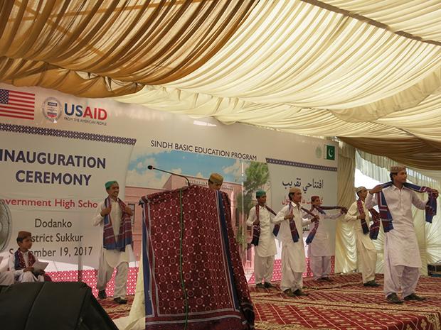 یوایس ایڈ کی ڈپٹی مشن ڈائریکٹر نے سکھر میں جدید سہولتوں سے آراستہ اسکولوں کا افتتاح کیا
