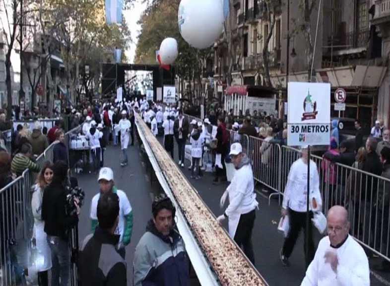 ارجنٹینا: باورچیوں نے 80 میٹر لمبا سینڈوچ تیار کر لیا