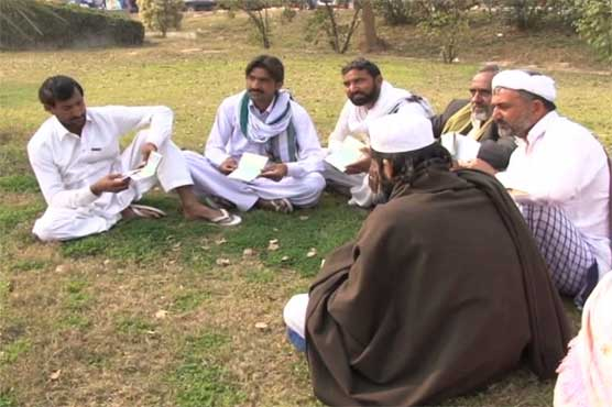 جدہ سے زائرین کی واپسی شروع، پاکستان میں پھنسے زائرین کی کسی نے نہ سنی