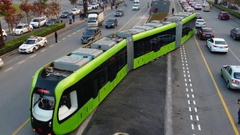 چین نےریلوے ٹریک کے بغیر سفر کرنے والی ہائی ٹیک ٹرین بنا ڈالی