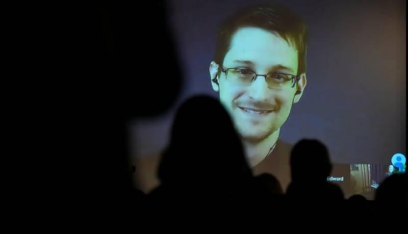 NSA whistleblower Snowden can apply for Russian passport next year