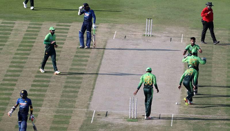 تیسرا ون ڈے، پاکستان کو جیت کیلئے 209 کا ہدف مل گیا