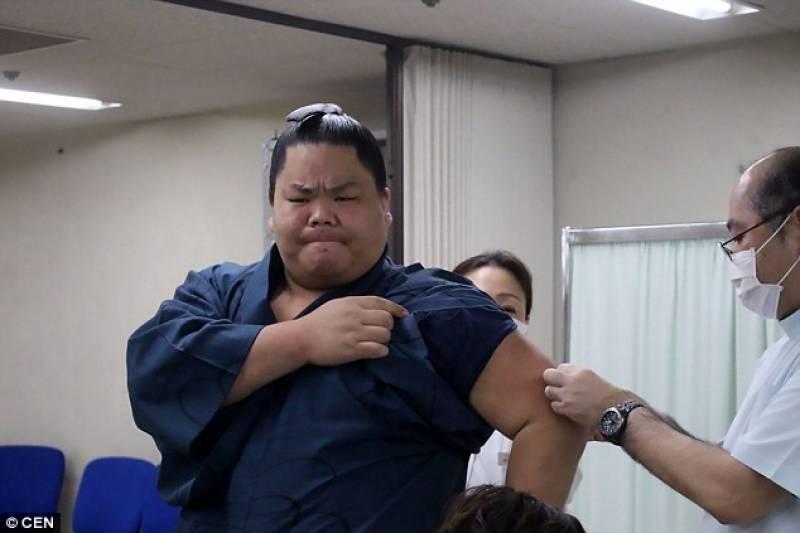 جاپانی سومو پہلوان بچوں کی طرح رو پڑے، وجہ اتنی معمولی کہ جان کر حیران رہ جائیں گے