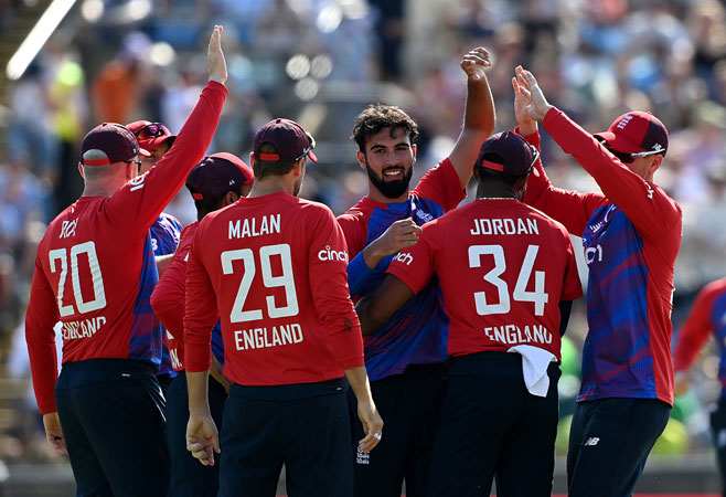 Spinners shine as England defeat Pakistan to level T20I series