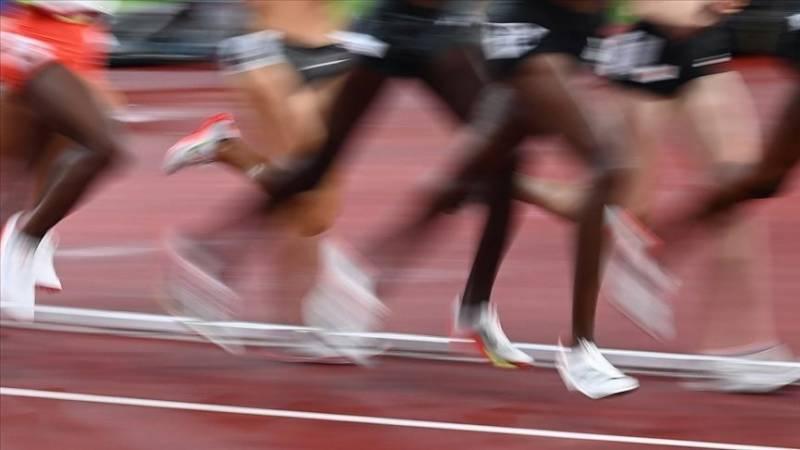 Andre de Grasse bags gold in Men's 200-meters