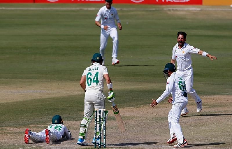 Yasir Shah brings back Pakistan by taking wickets in twilight phase