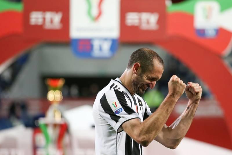 Juventus captain Chiellini renews contract