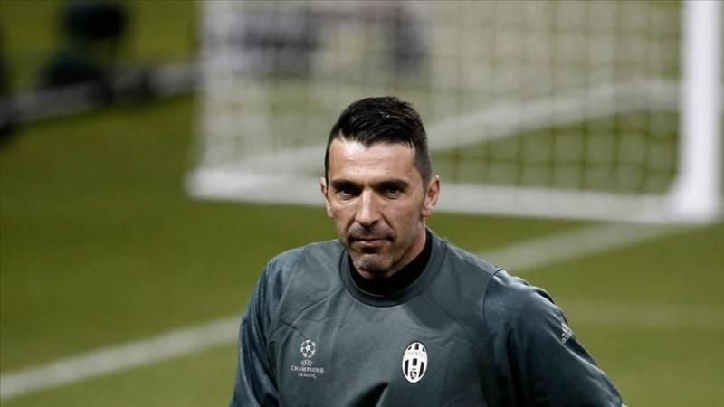 Italian goalie Buffon plans to retire in 2023
