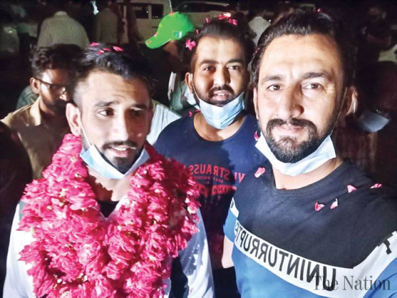 Pak weightlifter Talha accorded hero's welcome on return