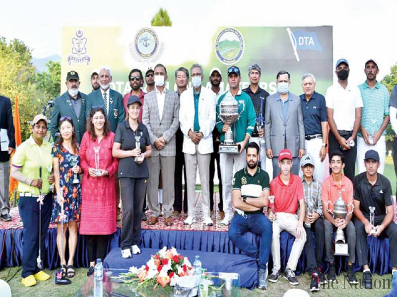 President Alvi urges national players to focus on performance