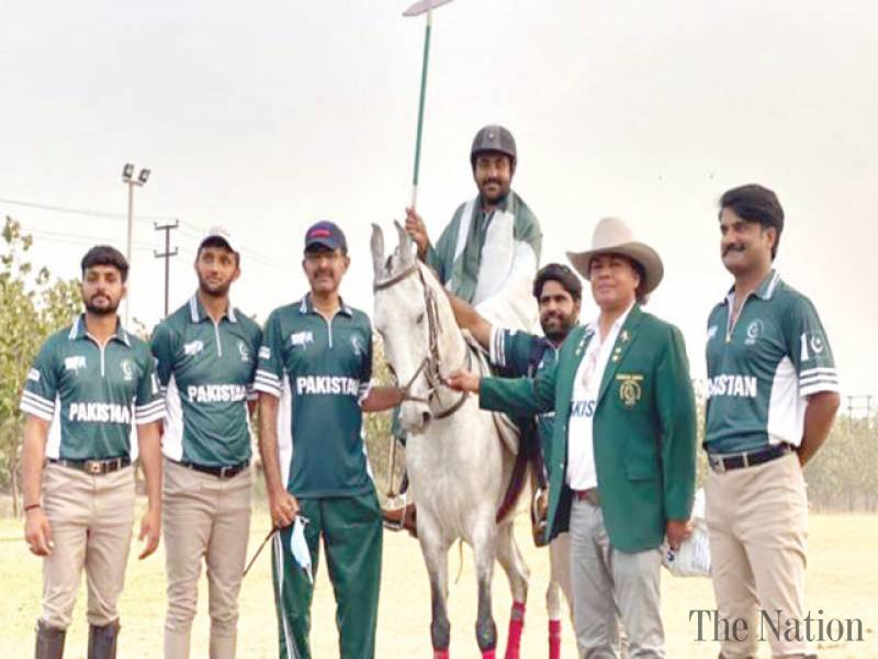 Pakistan equestrian team greeted on winning gold in India